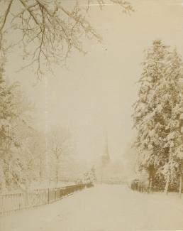 Toren te Baarn in de sneeuw