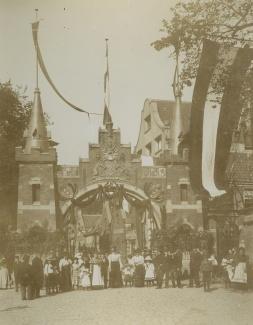 Bickersplein na inhuldiging koningin Wilhelmina
