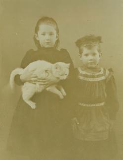 Rie en Metta met kat