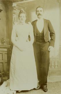 Huwelijksfoto van E.J. Korthals Altes en
