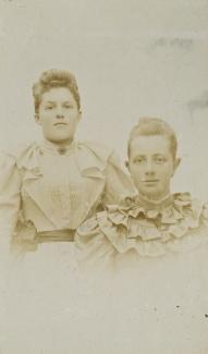 Anna en zus Wildervanck