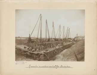Graansilo's in aanbouw aan het IJ te Amsterdam