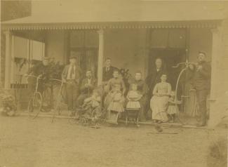 Familie op veranda Huize Kersbergen