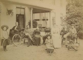 Familie op de veranda